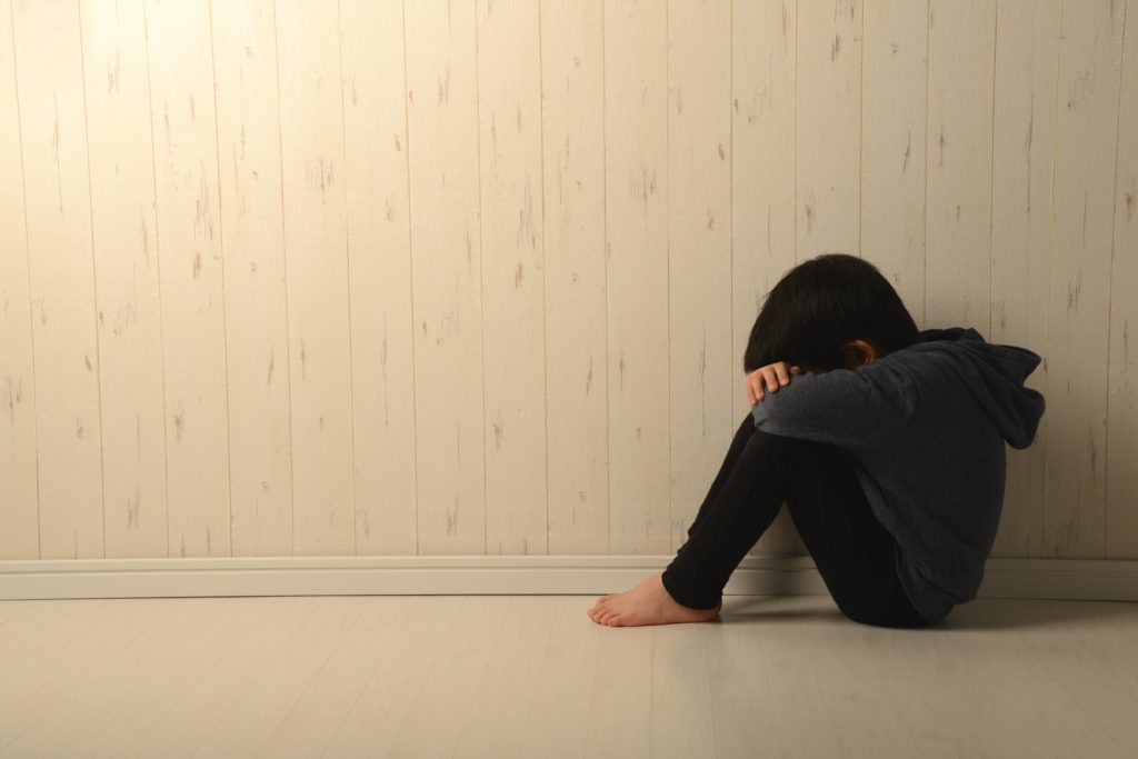 世界一、孤独な子どもを育てる国になった日本~親子関係・愛着問題を考える